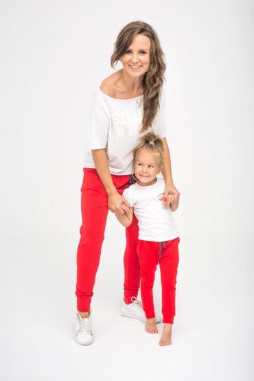 Czerwone spodnie dla mamy i córki
