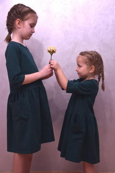 Takie same sukienki z kieszeniami dla siostrzyczek - zielone