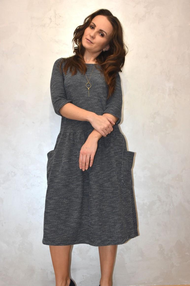 2Sukienka damska z dużymi kieszeniami - sweterkowy melanż