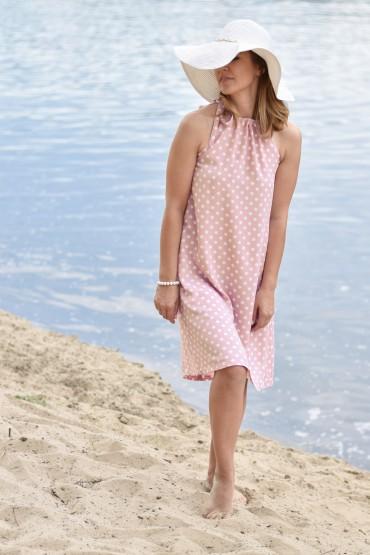 Trapezowa sukienka w grochy z paskiem w kolorze pudrowego różu
