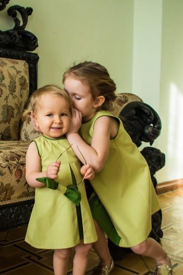 Takie same sukienki dla siostrzyczek - z kontrafałdą