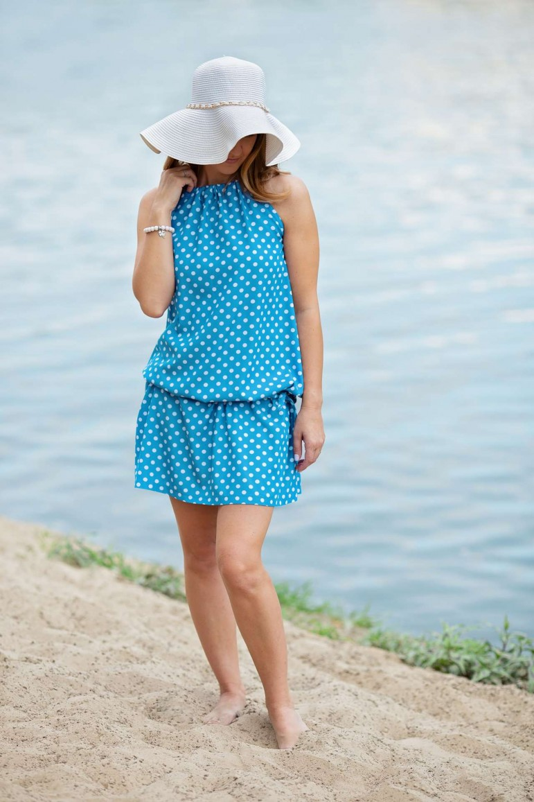 2Trapezowa sukienka w białe grochy z paskiem - niebieski morski