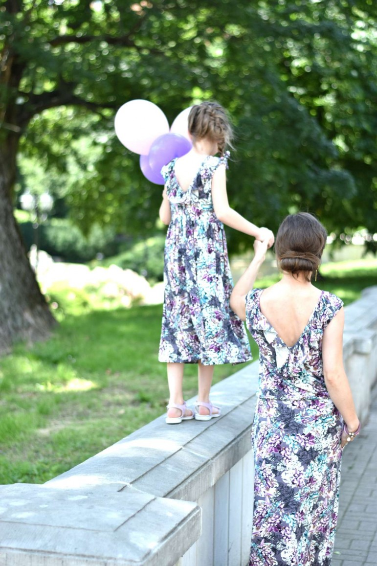 2A charming summer set of the same dresses for Mom and Daughter for special occasions
