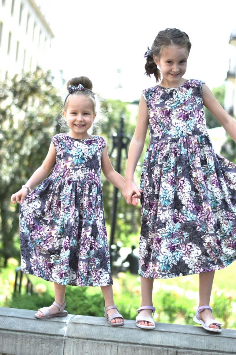 2SUMMER FLORAL DRESS FOR GIRL WITH A NECKLINE AT THE BACK