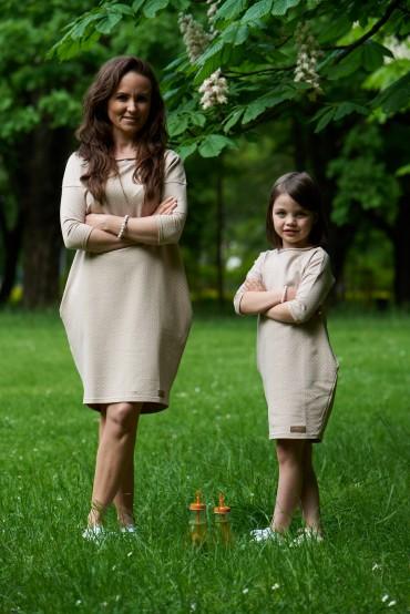 Dresowe sukienki typu tunika dla mamy i córki - beżowe w kropki