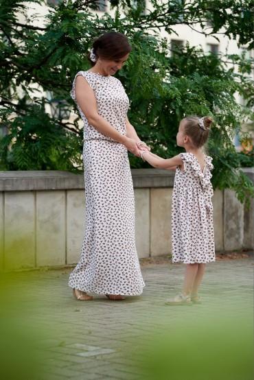 Komplet sukienek w kwiaty dla mamy i córki z dekoltem na plecach - Berries
