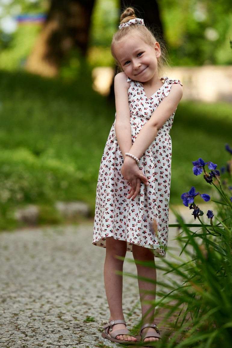 2Letnia sukienka dla dziewczynki z wiązanymi ramiączkami - berriers