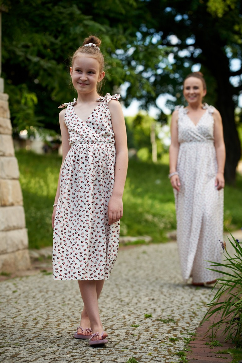 2Letnie sukienki dla mamy i córki z wiązanymi ramiączkami - Berries