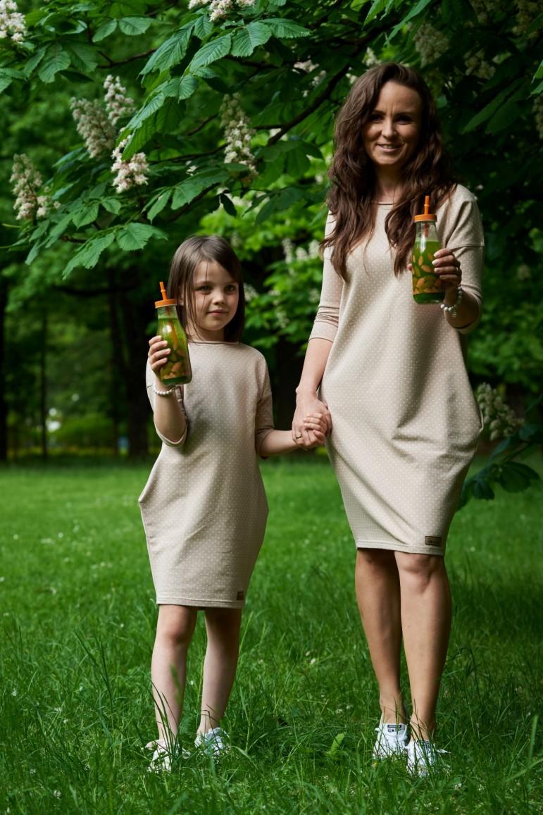 2Dresowe sukienki typu tunika dla mamy i córki - beżowe w kropki