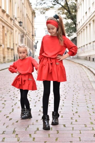 A set of the same dresses with a frill for sisters in red
