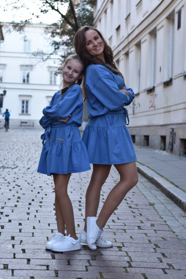 A set of loose dresses with a frill for mother and daughter - blue color