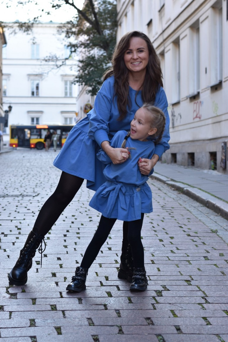 2A set of loose dresses with a frill for mother and daughter - blue color