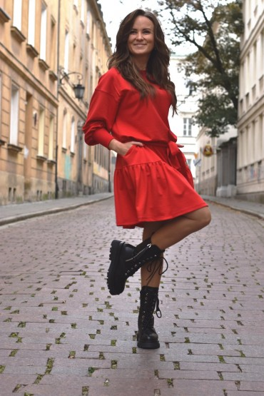 Loose dress with a frill - red