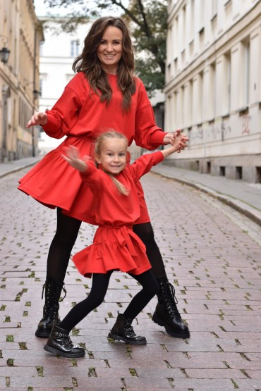A set of loose dresses with a frill for mother and daughter - red color