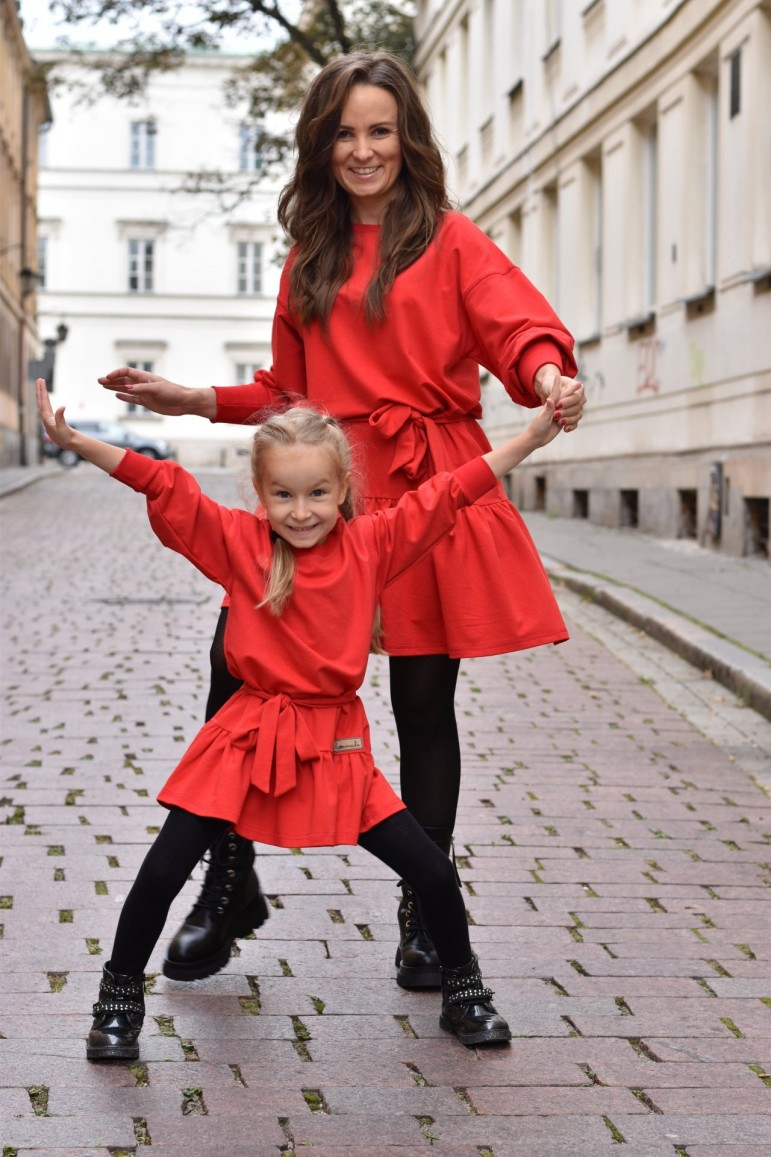 2A set of loose dresses with a frill for mother and daughter - red color