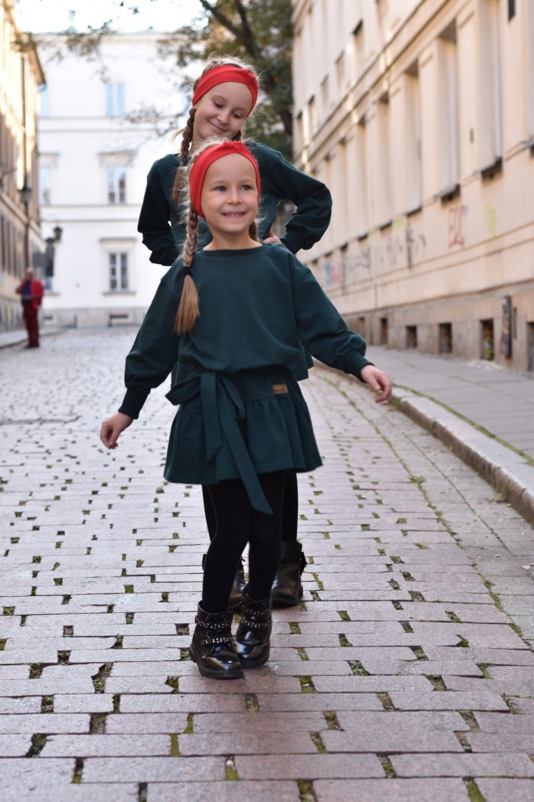 2Loose dress with a frill and belt for girls - green