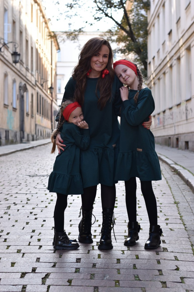 2A set of loose dresses with a frill for mother and daughter - bottle green color