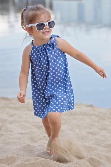 Trapezowa niebieska sukienka w grochy z wiązaniem