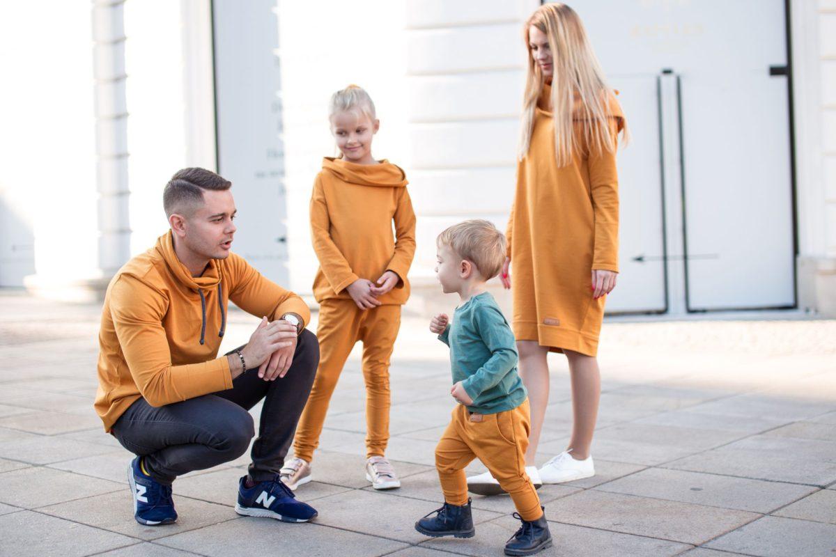 Moda na wspólne stylizacje dla całej rodziny