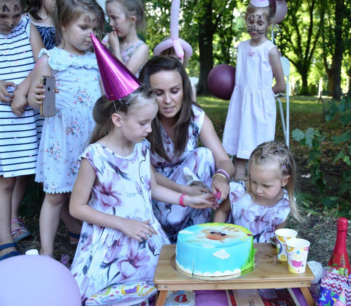 Pomysł na urodziny w plenerze – piknik z przyjaciółmi